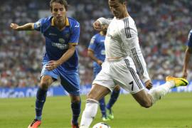 El Real Madrid remonta al debut fallido de Bale en el Bernabéu