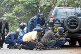 Combates cuerpo a cuerpo en el interior del centro comercial de Nairobi