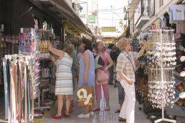 El turismo solo amortigua la crisis