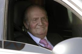 """El Rey pasa a planta en el hospital con una evolución """"altamente satisfactoria"""""""