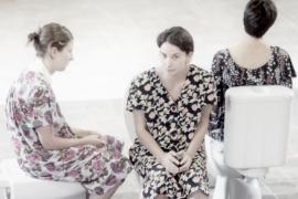 Las actrices Mercè Sancho de la Jordana, Maria Bauçà y Magdalena Tomàs en la obra L'espea del Valhalla