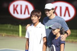 Nadal alienta a un joven sordo surcoreano convertido en promesa del tenis