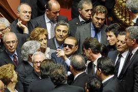 Berlusconi obliga a sus ministros a dimitir y crea una crisis de gobierno