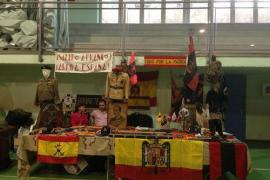 Polémica por una exposición en un colegio de Madrid en la que se exhibieron símbolos fascistas