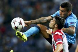 1-2. El Atlético conquista O Dragao a balón parado