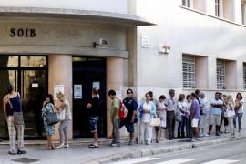 Las Islas crean empleo neto por quinto mes consecutivo, aunque hay 72.398 parados