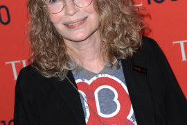 Mia Farrow sugiere que Frank Sinatra puede ser el padre de su hijo y no Woody Allen