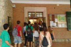 Altercado con un piquete informativo en el colegio Pius XII de Palma