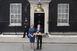 Brown anuncia su dimisión poniendo fin a trece años de gobiernos laboristas