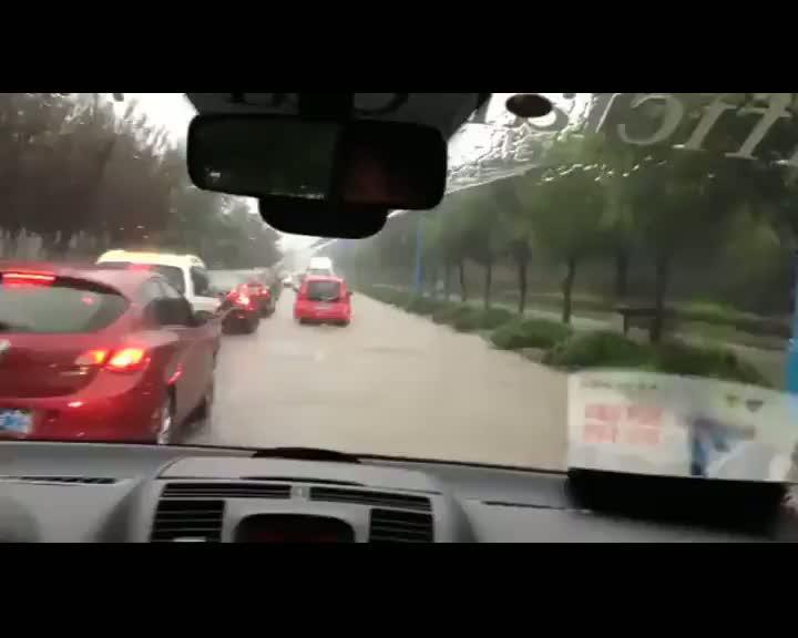 Nadal, atrapado en la carretera por un tifón
