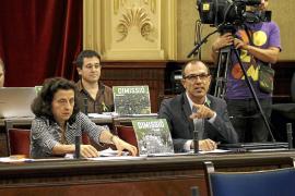 Bauzá amenaza desde Bruselas con sanciones por el TIL y la oposición le acusa de 'caza de brujas'