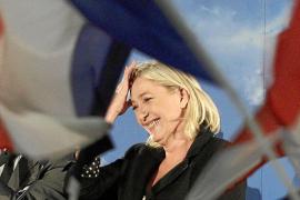 La ultraderecha encabeza los sondeos por primera vez en Francia