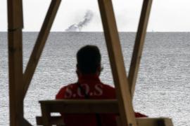 Rescatados ilesos dos tripulantes de una lancha incendiada en la Bahía de Palma