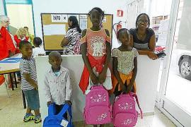 Cruz Roja entrega material escolar a 600 niños sin recursos, un 30 % más que en 2012