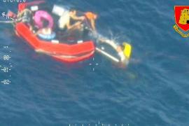 Al menos 50 inmigrantes muertos, diez de ellos niños, en un nuevo naufragio en Lampedusa