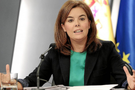 La vicepresidenta acusa de fraude a medio millón de parados y Empleo la desmiente
