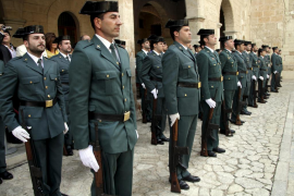 Las autoridades celebran la festividad de la Guardia  Civil tras un año con más detenidos que en 2012