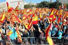 Decenas de miles de personas defienden en Barcelona la unidad de España