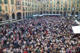 Más de un millar de personas de blanco se concentran en Palma a favor de «una educación de calidad, trilingüe y apolítica»
