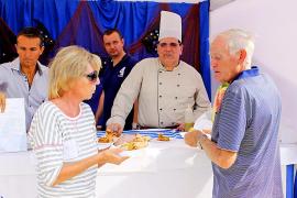 Más de 4.000 personas disfrutan de la 'llampuga' como plato estrella en Cala Rajada