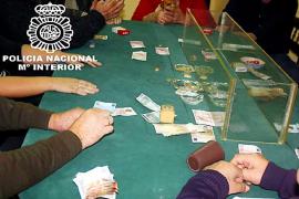 La policía frustra un torneo ilegal de póquer en es Secar de la Real e identifica a 33 personas