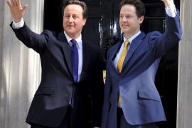 Cameron nombra a sus principales ministros