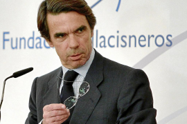 Rajoy promete a sus barones que no habrá «intercambio de cromos» con Catalunya