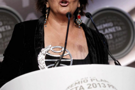 Clara Sánchez gana el Premio Planeta con una historia sobre la fragilidad de la vida
