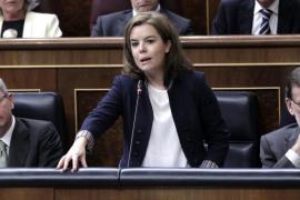 Bronca en el Congreso por las palabras de Sáenz de Santamaría sobre el fraude de los parados