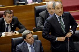 """Camps dice que es inocente y que cuenta con el apoyo """"incondicional"""" de Rajoy"""