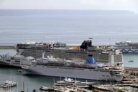 Siete cruceros turísticos coincidieron ayer en Palma con más de 13.000 pasajeros