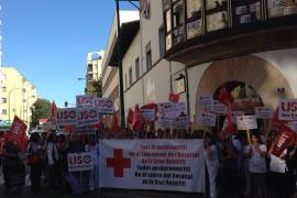 La plantilla del hospital de la Creu Roja se moviliza para evitar el cierre