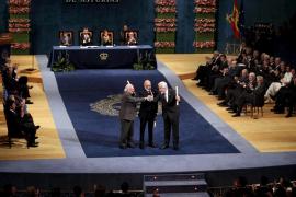 Don Felipe alaba el «sentido del deber» de los Premios Príncipe de Asturias
