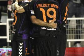 El Valladolid impone su dominio con una goleada en Vallecas