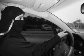 Mujeres saudíes salen a conducir desafiando la prohibición del Gobierno