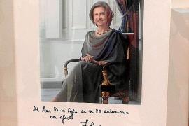 La reina Sofía dedica una foto al hogar de la tercera edad que lleva su nombre