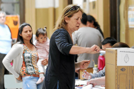 Argentina vota para renovar su Congreso en ausencia de Cristina Fernández
