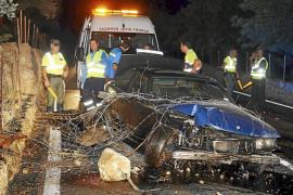 Los ocupantes de un coche huyen tras estrellarse en la vía Valldemossa-Deià