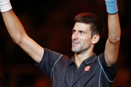 Djokovic, primer semifinalista en Bercy tras ganar a Wawrinka