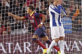 Alexis Sánchez rescata al Barça en un partido flojo