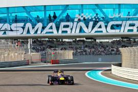 Mark Webber logra la 'pole' en Abu Dabi, donde Alonso saldrá décimo
