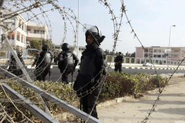 Se levanta la sesión en el juicio de Mursi por negarse a vestir el uniforme de acusado