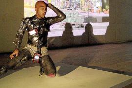 Es Baluard, escenario nocturno de una 'performance' provocadora y participativa