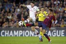 El Barça contiene la reacción del Milan y ya está en octavos (3-1)