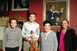 La Sociedad Stradivarius cede un violín Pietro Guarneri a Francisco García Fullana