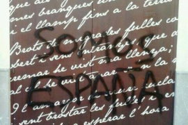 Pintadas españolistas en la sede de la OCB