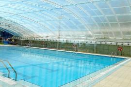 El Ajuntament estudia abrir todo el año la piscina cubierta sin climatización