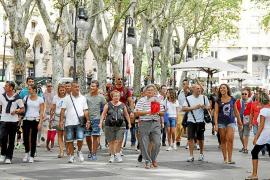 Comercios y restaurantes 'no hacen su agosto' con el gasto de los cruceristas