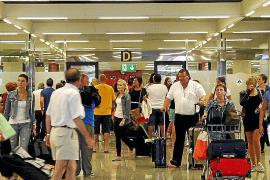 Récord de pasajeros en octubre en Son Sant Joan por el turismo internacional