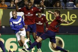 Tercer triunfo consecutivo del Almería, que hunde a Osasuna